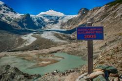 Die Pasterze unterhalb des Großglockners (nicht im Bild) ist der größte Gletscher Österreichs. Seit Beginn der Industrialisierung hat sie ungefähr die Hälfte der Eisfläche verloren. Foto: JanJBrand/iStockphoto