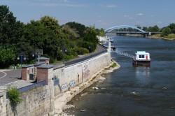 Elbufer bei Niedrigwasser am 24. Juli 2018. Pegelanzeige in der Nähe der Magdeburger Strombrücke. Foto: Michael Beyer, UFZ