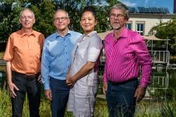 Das Preisträger-Team v.l.n.r.: Dr. Manfred van Afferden (UFZ), Prof. Dr. Roland A. Müller (UFZ), Dr. Mi-Yong Lee (UFZ) und Wolf-Michael Hirschfeld (BDZ). Foto: André Künzelmann, UFZ