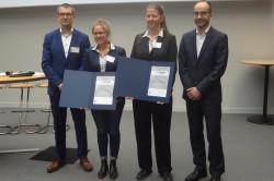 Maria Braune (Mitte links) und Dr. Heike Sträuber (Mitte rechts) Foto: Innovationskongress