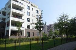 Neben umfangreichen Sanierungsma�nahmen sind auch Neubauten sichtbare Zeichen einer Aufwertung und Diversifizierung des Wohngebiets. Foto: Sigrun Kabisch