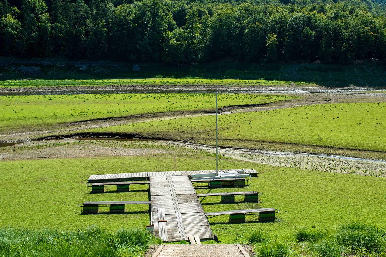A barragem de Eder (Alemanha) no ano de 2019. As áreas de água que estão secando liberam consideravelmente mais carbono do que as áreas cobertas por água